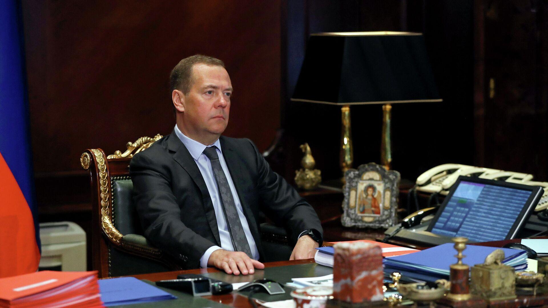 Медведев прокомментировал ситуацию с развертыванием ракетных систем