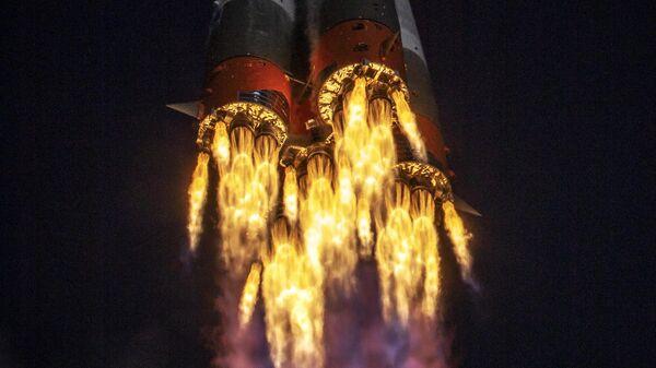 Ракета-носитель Союз-2.1а с транспортным пилотируемым кораблем Союз МС-17 во время запуска со стартовой площадки космодрома Байконур