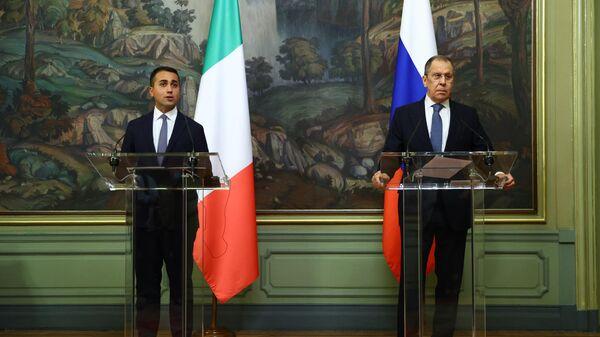 Министр иностранных дел РФ Сергей Лавров и глава МИД Италии Луиджи Ди Майо во время пресс-конференции