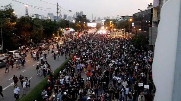 Протесты в Таиланде. Демонстранты прорвались к Дому правительства в Бангкоке