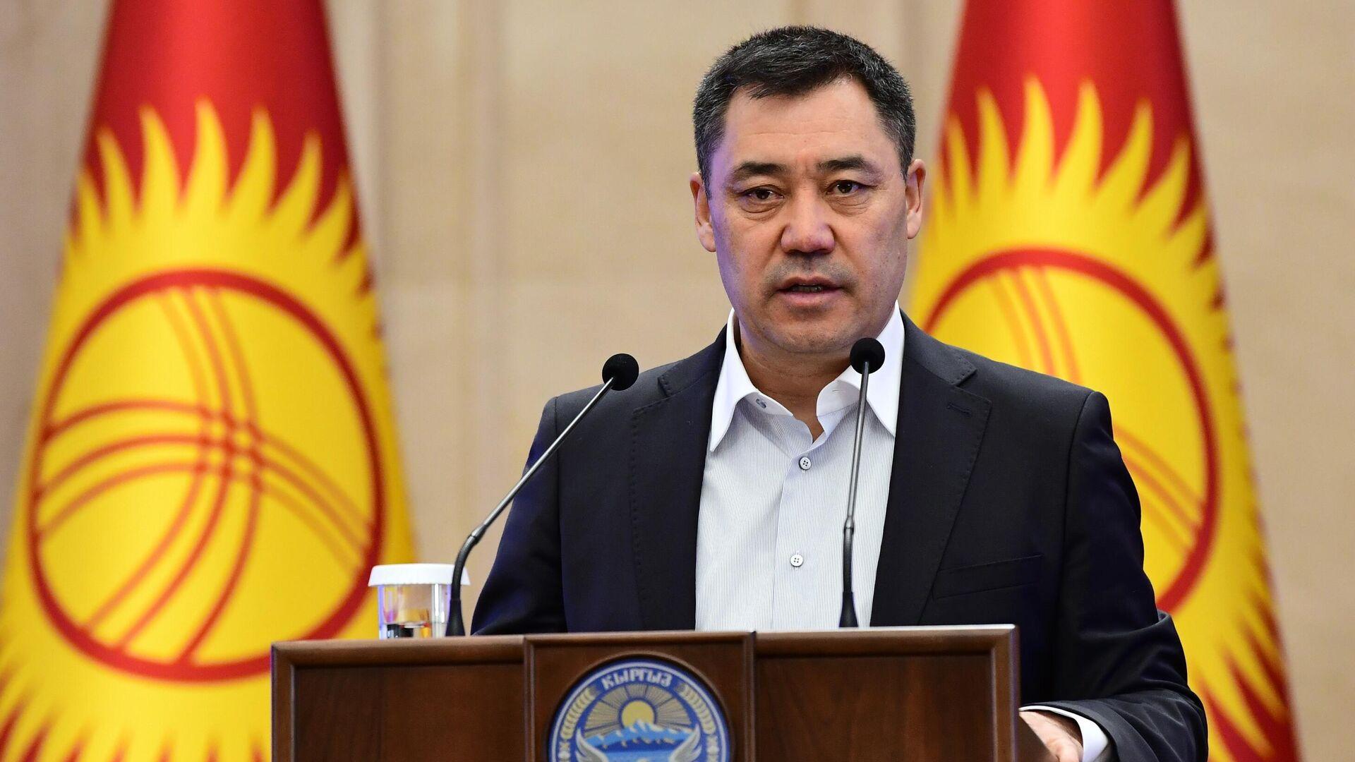 Премьер-министр Киргизии Садыр Жапаров выступает на внеочередном заседании парламента в Бишкеке - РИА Новости, 1920, 24.10.2020