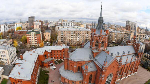 Римско-католический кафедральный собор на улице Малой Грузинской в Москве.