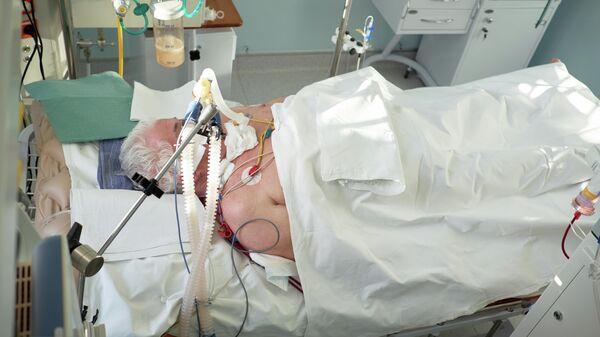 Пациент с коронавирусной инфекцией в реанимации