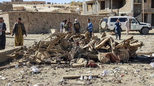На месте взрыва автомобиля в провинции Гор на западе Афганистана