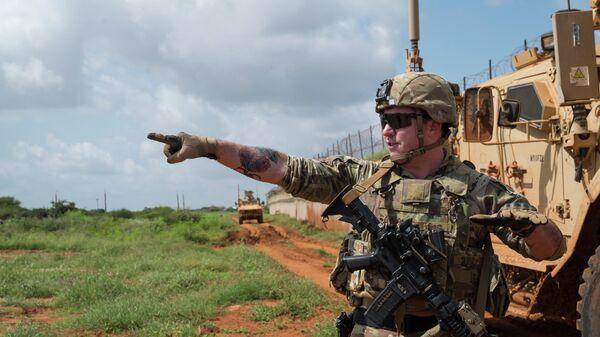 Американский военнослужащий во время патрулирования в Сомали