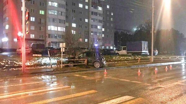 Легковушка,  вылетевшая на тротуар в ХМАО сбила мальчика и женщину