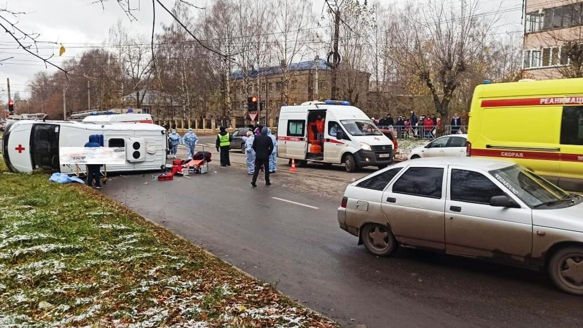 В Кирове при столкновении легковушки со скорой пострадали шесть человек