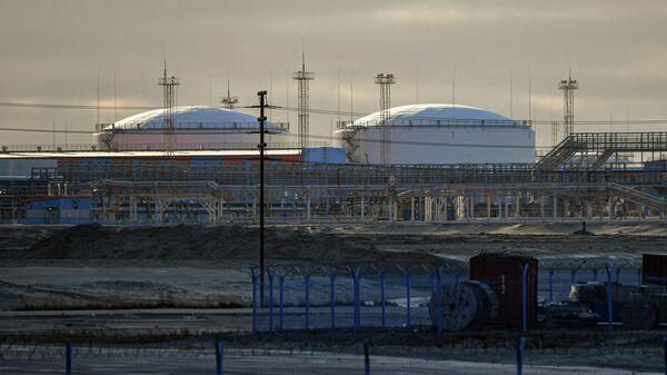 Завод по производству сжиженного природного газа Ямал СПГ в морском порту Саббета