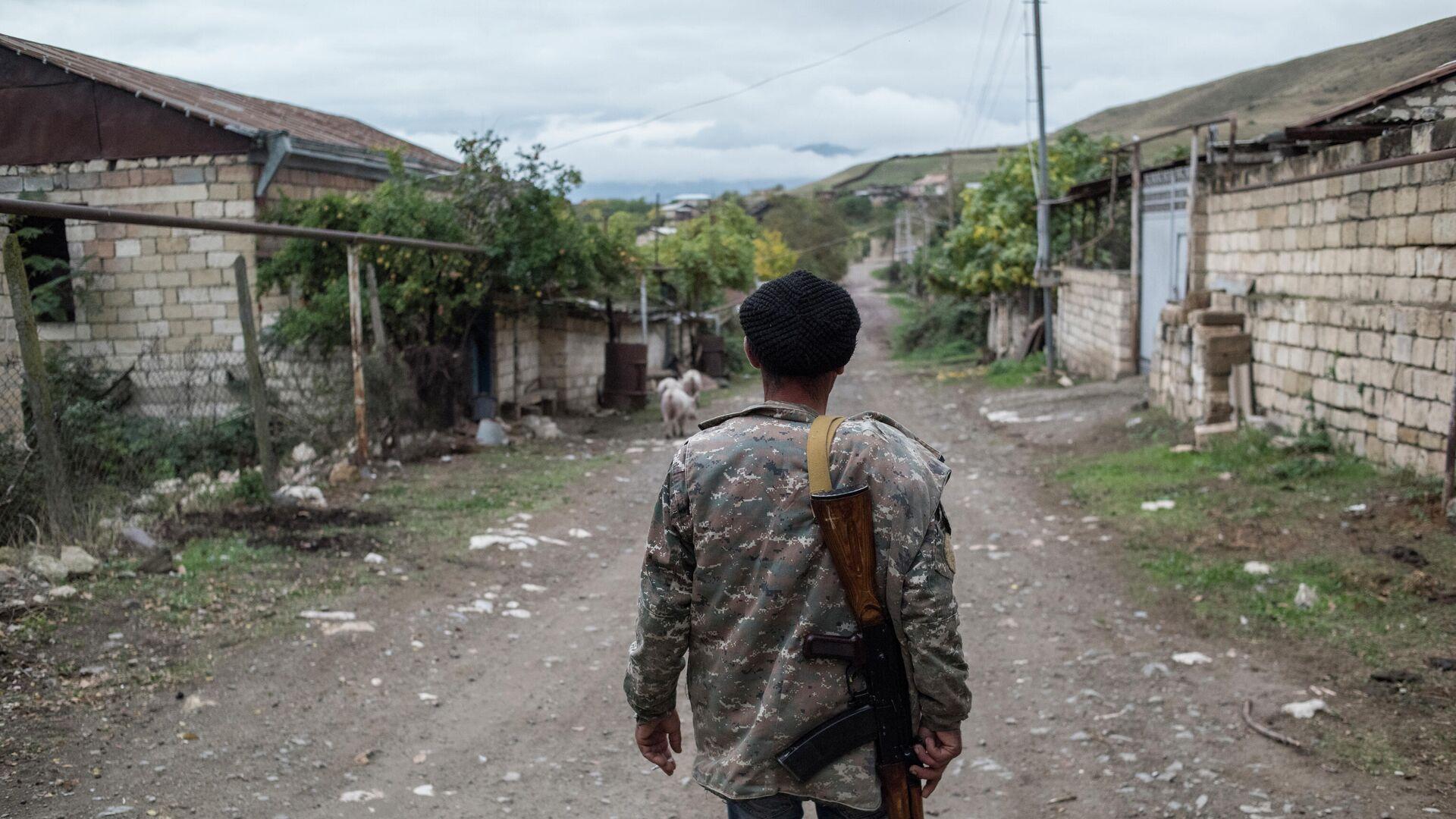 Местный житель в поселке Храморт в Нагорном Карабахе - РИА Новости, 1920, 25.10.2020