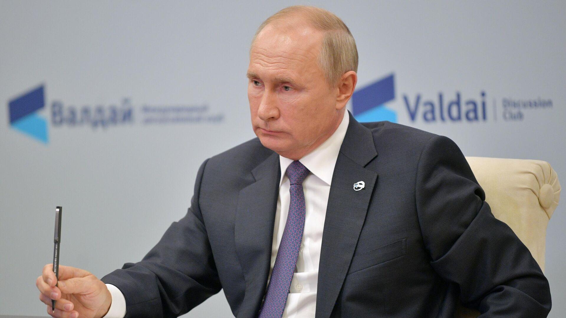 1581073989 0:193:2809:1773 1920x0 80 0 0 e744aedb7f6e9a1dc8abff4dd581275f - В России удается сдерживать инфляцию и рост безработицы, считает Путин