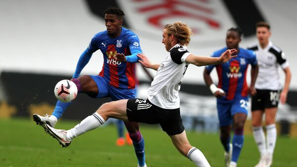 Crystal Palace's Ivorian striker Wilfried Zaha (L) vies with Fulham's US defender Tim Ream during the English Premier League football match between Fulham and Crystal Palace at Craven Cottage in London on October 24, 2020. (Photo by Frank Augstein / POOL / AFP) / RESTRICTED TO EDITORIAL USE. No use with unauthorized audio, video, data, fixture lists, club/league logos or 'live' services. Online in-match use limited to 120 images. An additional 40 images may be used in extra time. No video emulation. Social media in-match use limited to 120 images. An additional 40 images may be used in extra time. No use in betting publications, games or single club/league/player publications. /