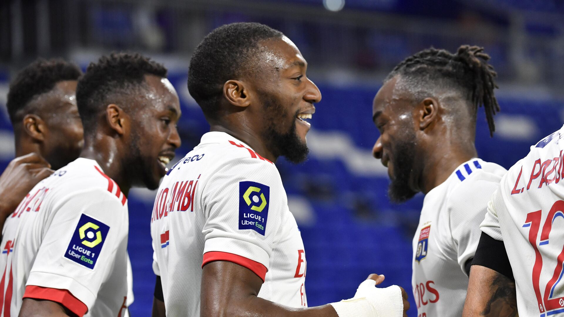 Lyon's Camerounese forward Karl Toko Ekambi (C) is congratuled by teamates after scoring a goal during the French L1 football match between Olympique Lyonnais (OL) and AS Monaco at the Groupama stadium in Decines-Charpieu, near Lyon, south-eastern France, on October 25, 2020. (Photo by PHILIPPE DESMAZES / AFP) - РИА Новости, 1920, 26.10.2020