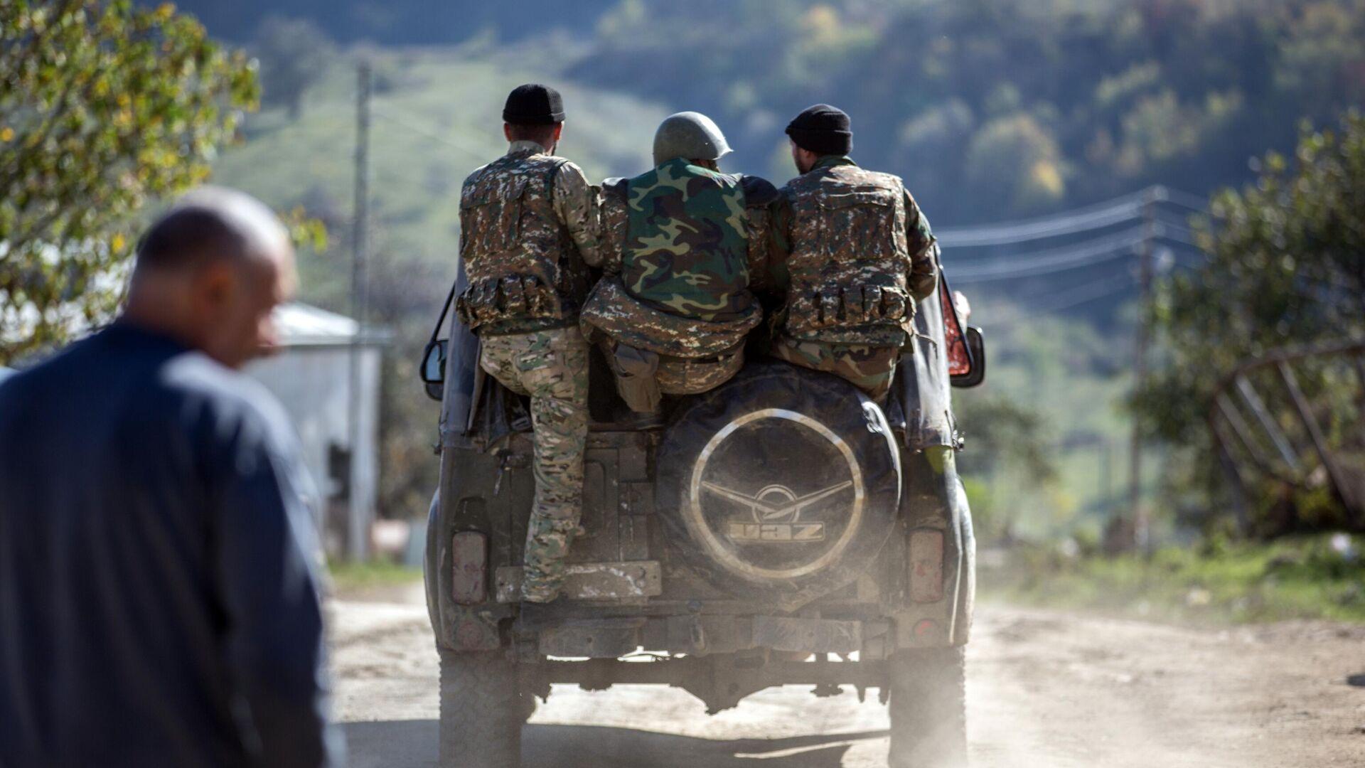 Вооруженные мужчины в селе Чанахчи в Нагорном Карабахе - РИА Новости, 1920, 27.10.2020