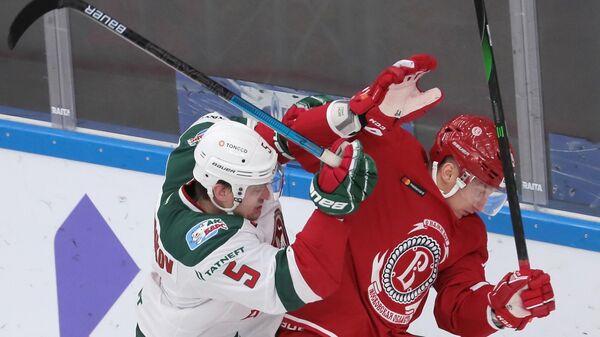 Дмитрий Лугин (справа)