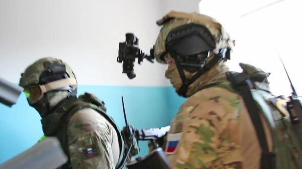 Сотрудники ФСБ РФ во время задержания преступной группы, специализирующейся на сбыте особо крупных партий наркотических средств