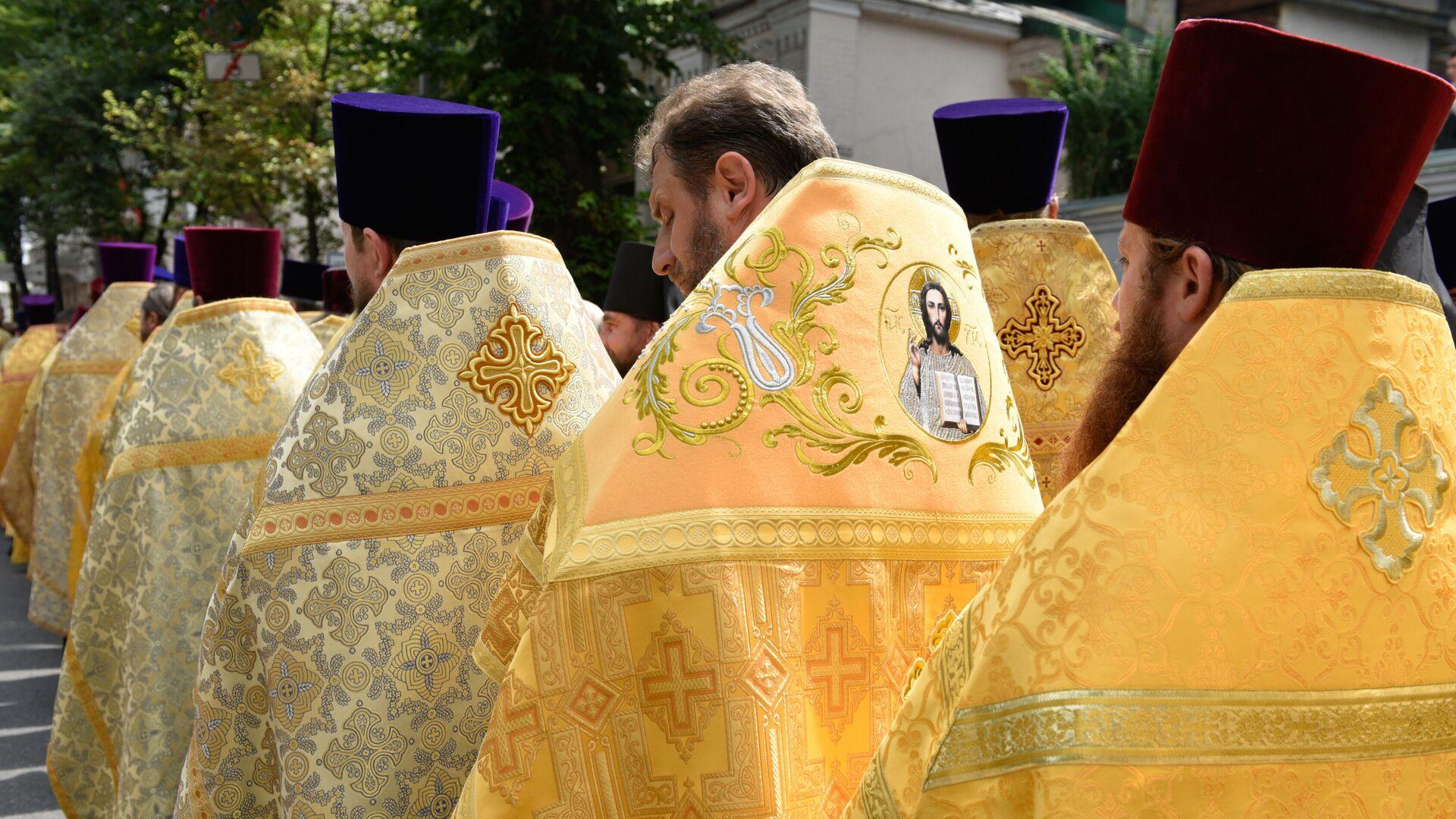 Священнослужители во время крестного хода в Киеве - РИА Новости, 1920, 27.07.2021