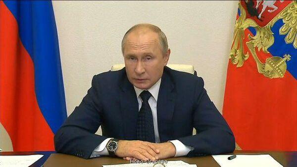 Путин попросил не затягивать с решением о бесплатных лекарствах для амбулаторных больных