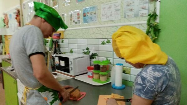 Обучение воспитанников дома-интерната азам кулинарии