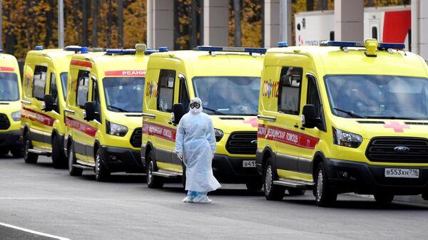 Машины скорой помощи у больницы
