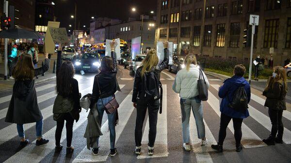 Акция против запрета абортов в Варшаве
