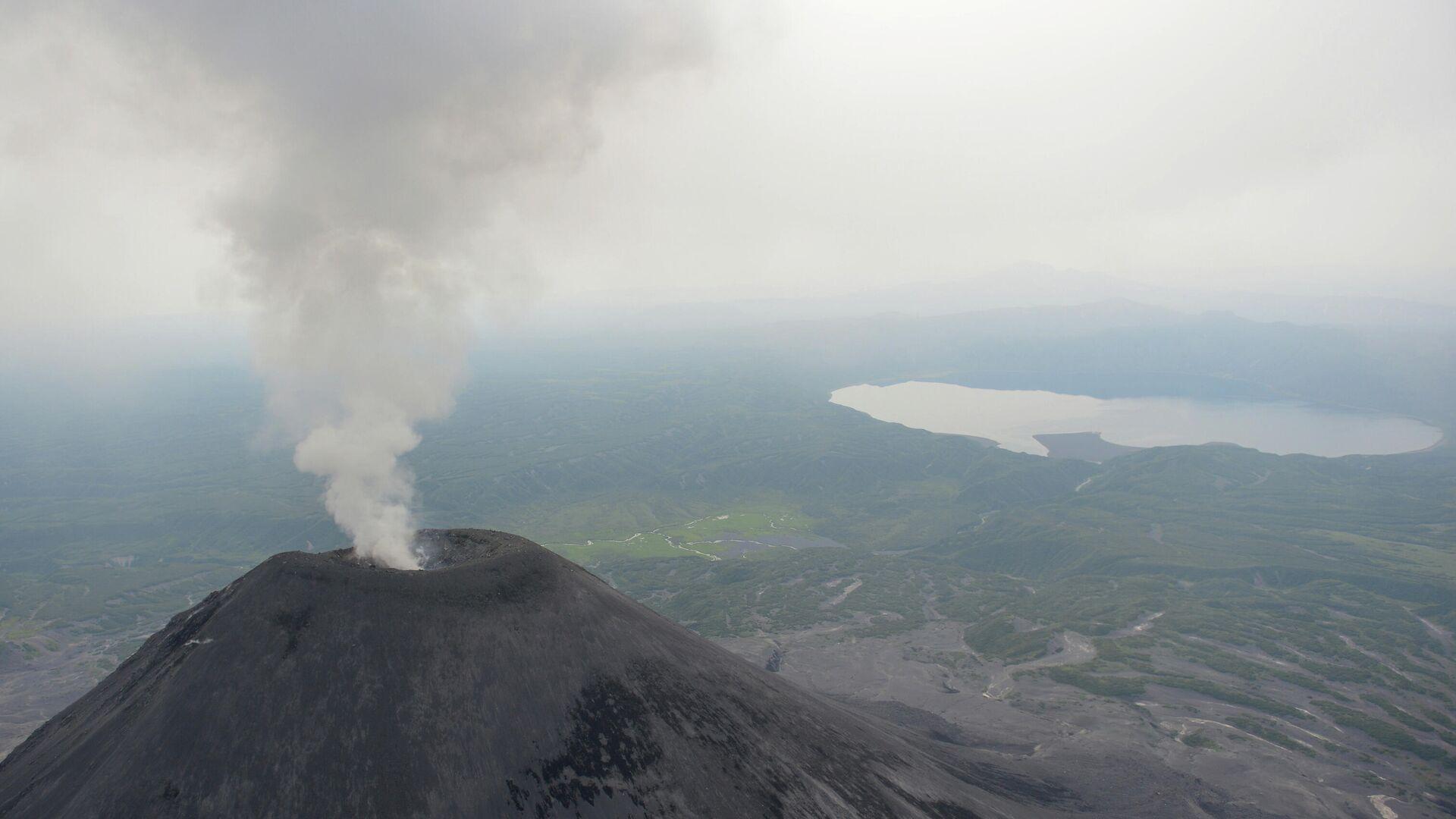 На Камчатке в двух селах есть угроза выпадения пепла из-за выброса вулкана