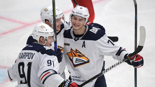 Игроки Металлурга Максим Карпов, Андрей Нестрашил, Николай Прохоркин (слева направо)