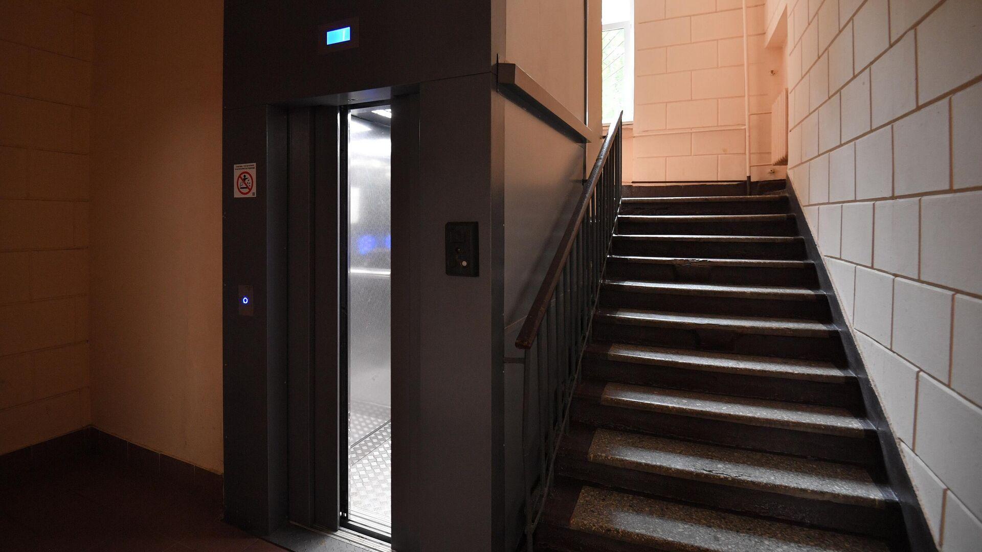 Лифт в подъезде жилого дома в Москве - РИА Новости, 1920, 03.11.2020