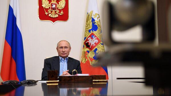 Президент РФ Владимир Путин во время встречи в режиме видеоконференции с финалистами конкурса Большая перемена