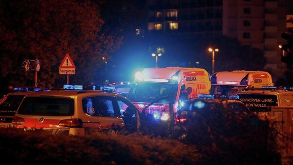 Полицейские на одной из улиц после теракта в Вене