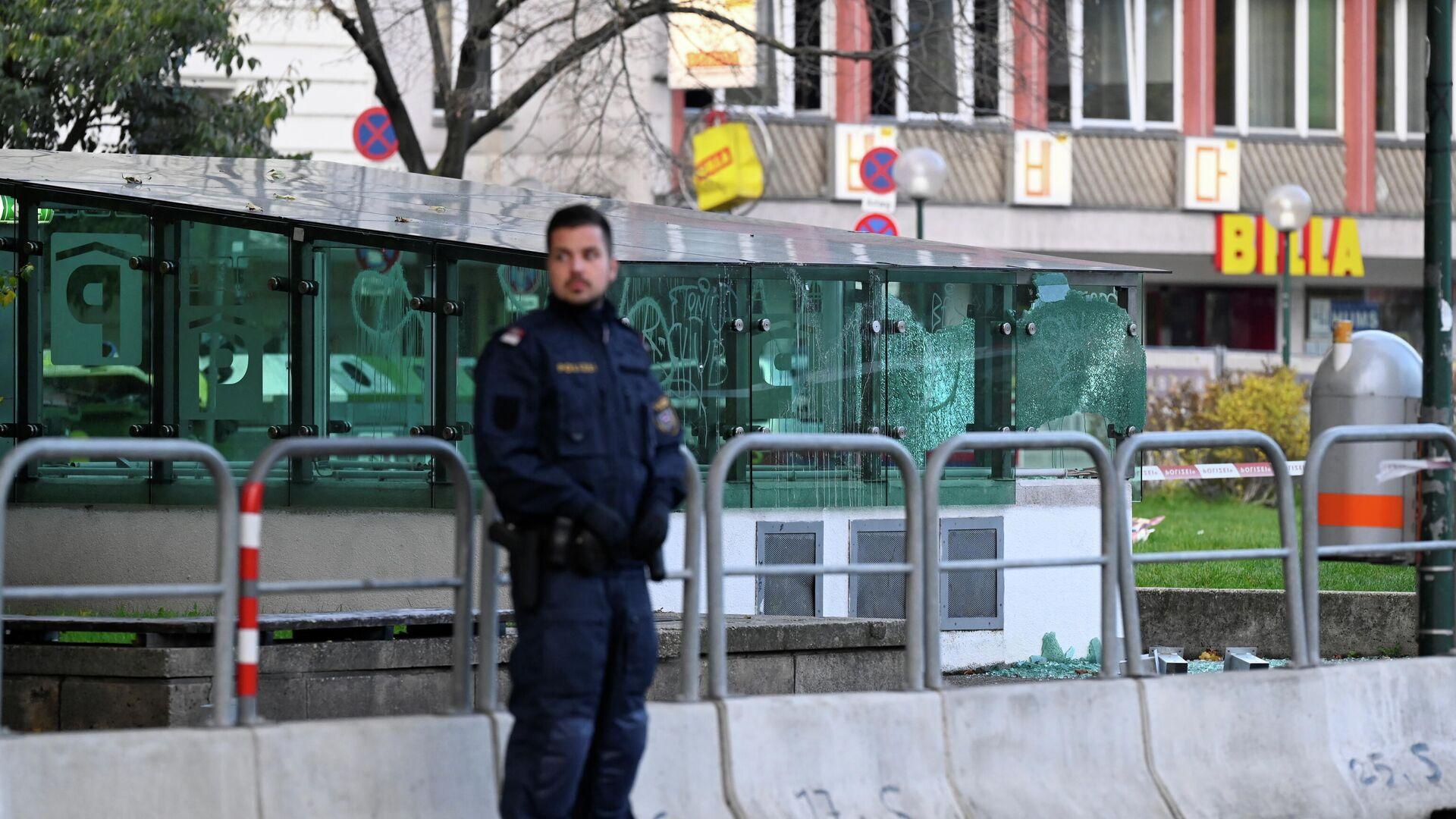 Полицейский после перестрелки в Вене, Австрия - РИА Новости, 1920, 03.11.2020