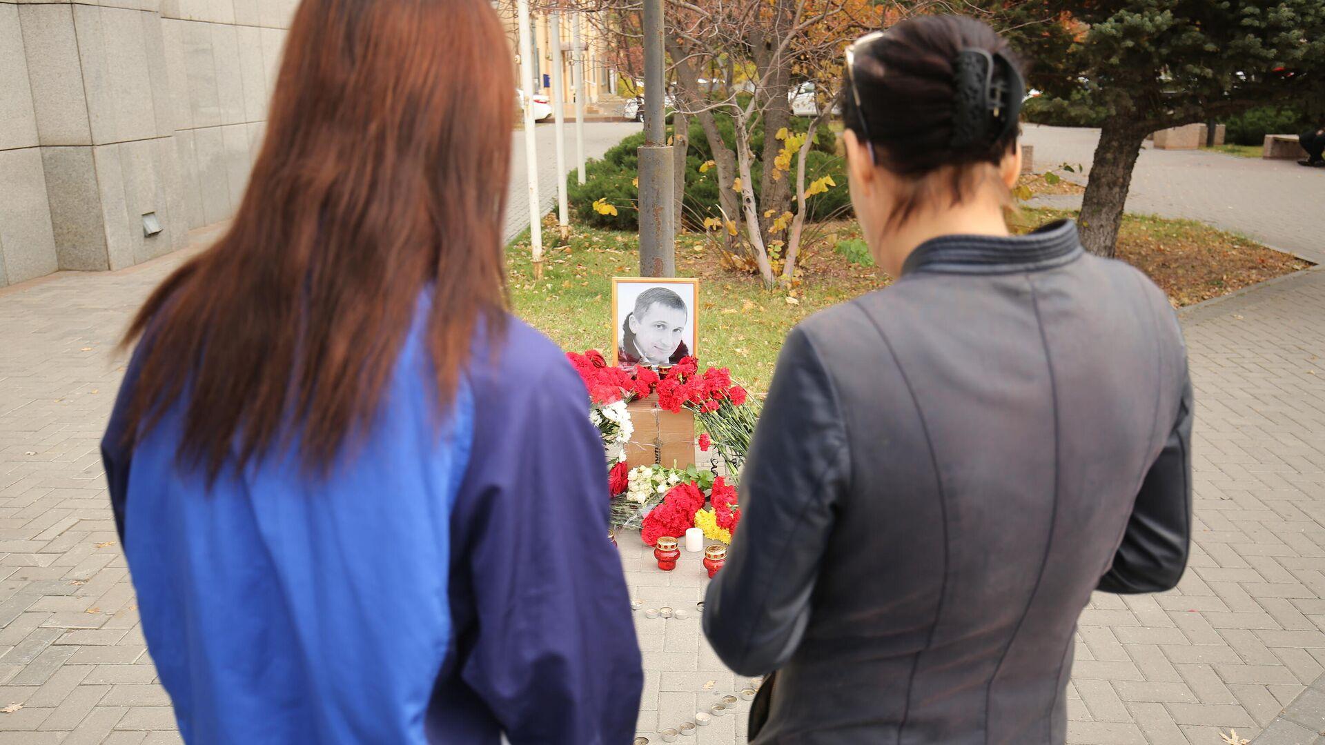 Мемориал рядом с местом гибели в Волгограде Романа Гребенюка в Волгограде - РИА Новости, 1920, 06.11.2020