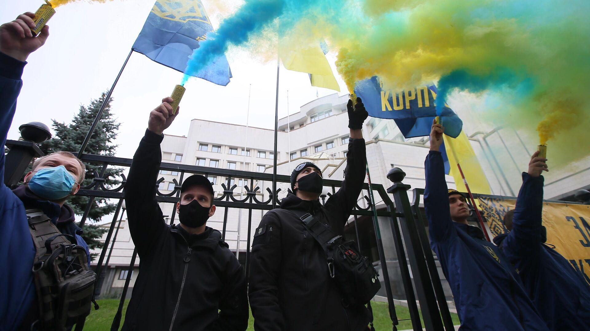 Участники акции протеста у здания Конституционного суда в Киеве - РИА Новости, 1920, 10.01.2021