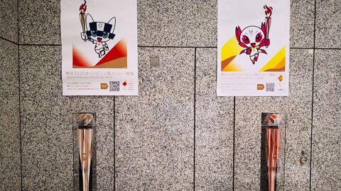 Факелы отложенных на год из-за COVID-19 Олимпиады-2020 и Паралимпийских игр в Токио