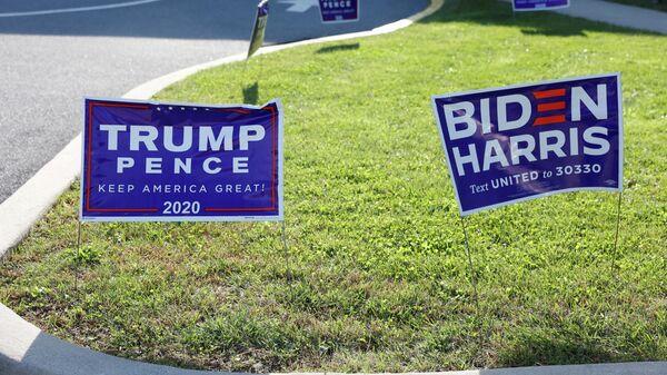 Агитационные таблички кандидатов в президенты США Дональда Трампа и Джо Байдена