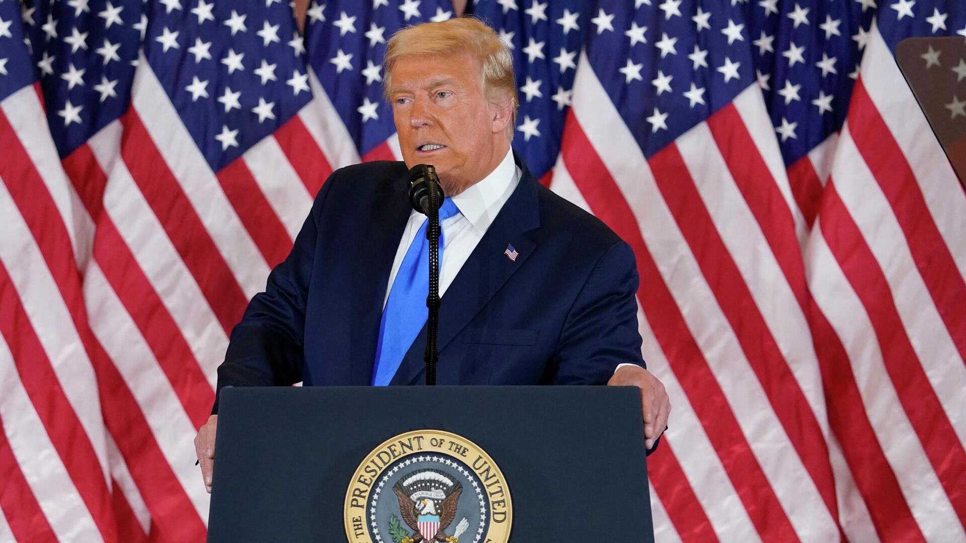 Президент США Дональд Трамп делает заявление относительно первых результатов президентских выборов в США - РИА Новости, 1920, 04.11.2020