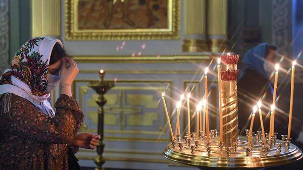 Прихожанка в Благовещенском соборе в Казанском кремле
