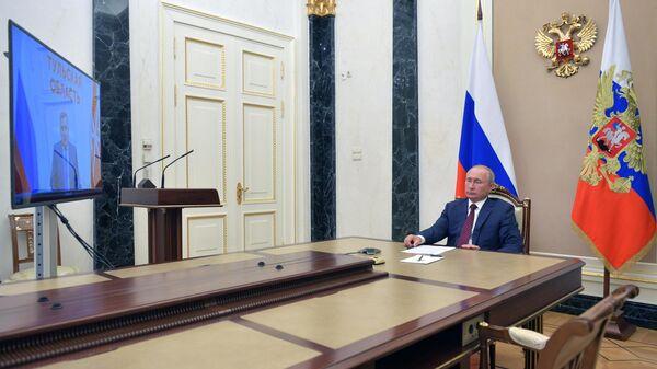 Президент РФ Владимир Путин во время встречи в режиме видеоконференции с губернатором Тульской области Алексеем Дюминым