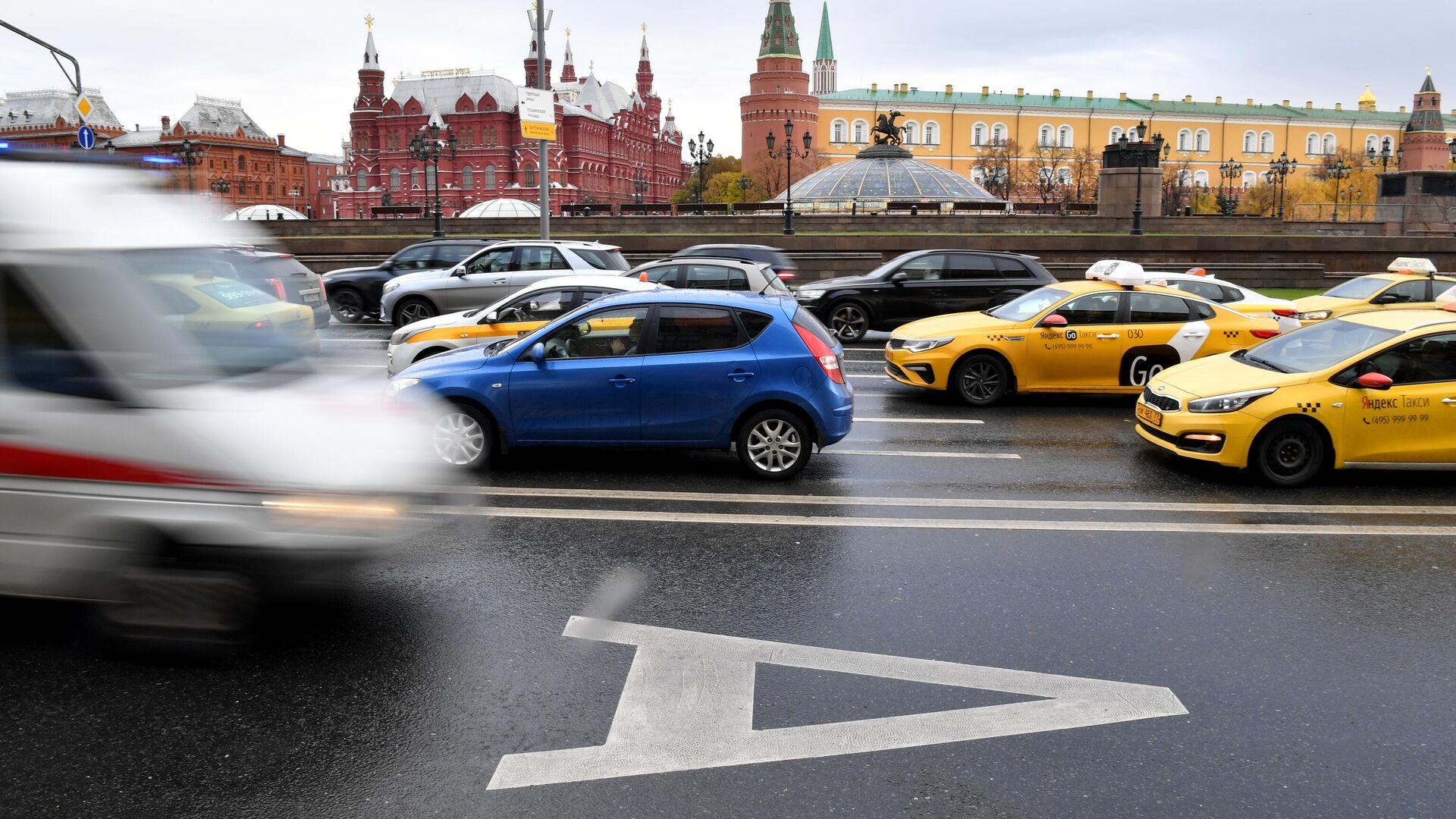 Выделенная полоса для общественного транспорта на Моховой улице в Москве - РИА Новости, 1920, 09.12.2020
