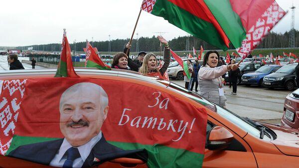 Участники автопробега в поддержку президента Белоруссии Александра Лукашенко в Минске