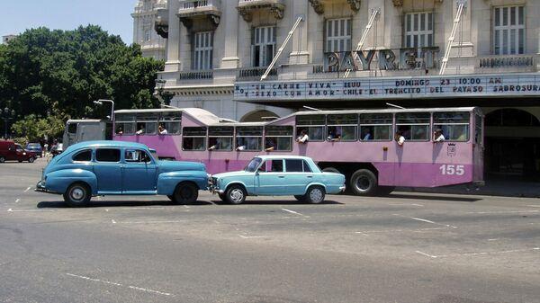 Кубинский автобус-верблюд