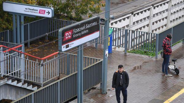 Пассажиры на станции МЦД Красный Балтиец в Москве