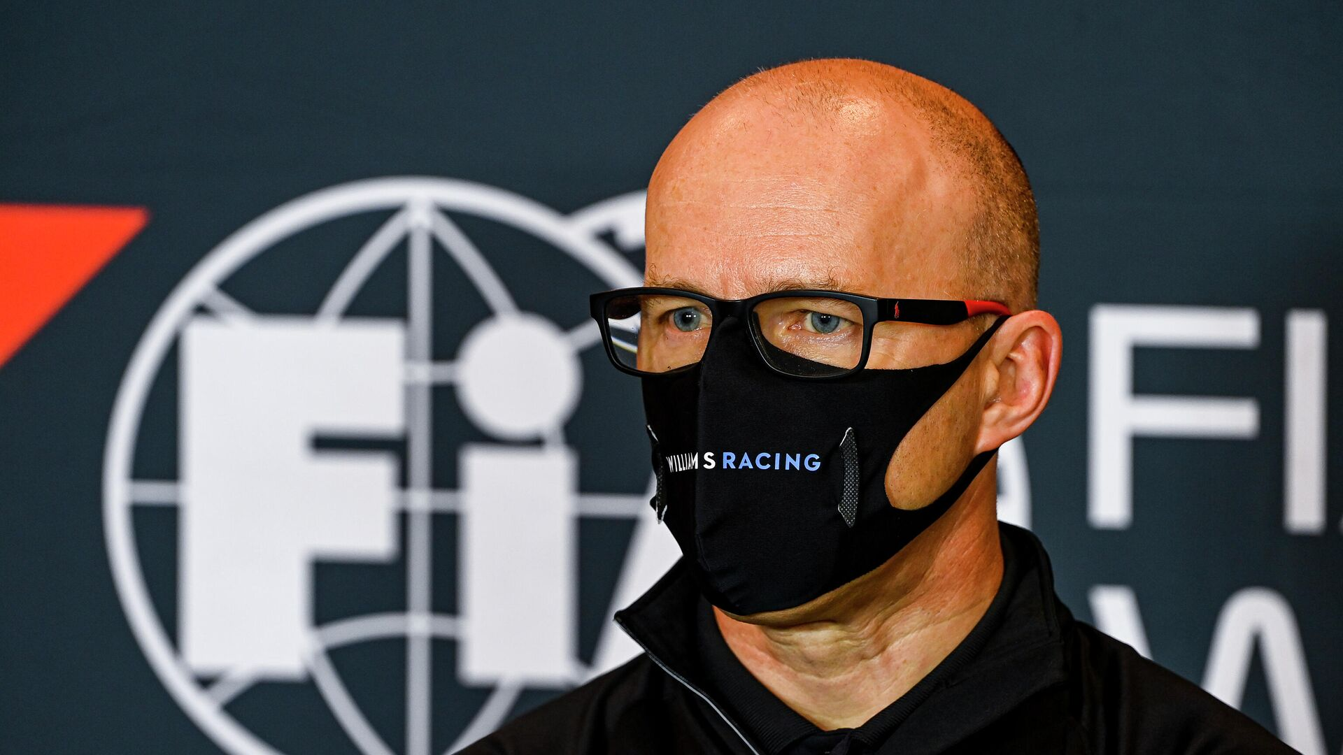 This handout photo taken and released on October 30, 2020 by the International Automobile Federation (FIA) shows Williams' Acting Team Principal Simon Roberts attending a press conference at the Autodromo Internazionale Enzo e Dino Ferrari race track in Imola, Italy, two days ahead of the Formula One Emilia Romagna Grand Prix. (Photo by Mark Sutton / FIA / AFP) / RESTRICTED TO EDITORIAL USE - MANDATORY CREDIT AFP PHOTO / MARK SUTTON / FIA - NO MARKETING - NO ADVERTISING CAMPAIGNS - DISTRIBUTED AS A SERVICE TO CLIENTS - РИА Новости, 1920, 11.11.2020