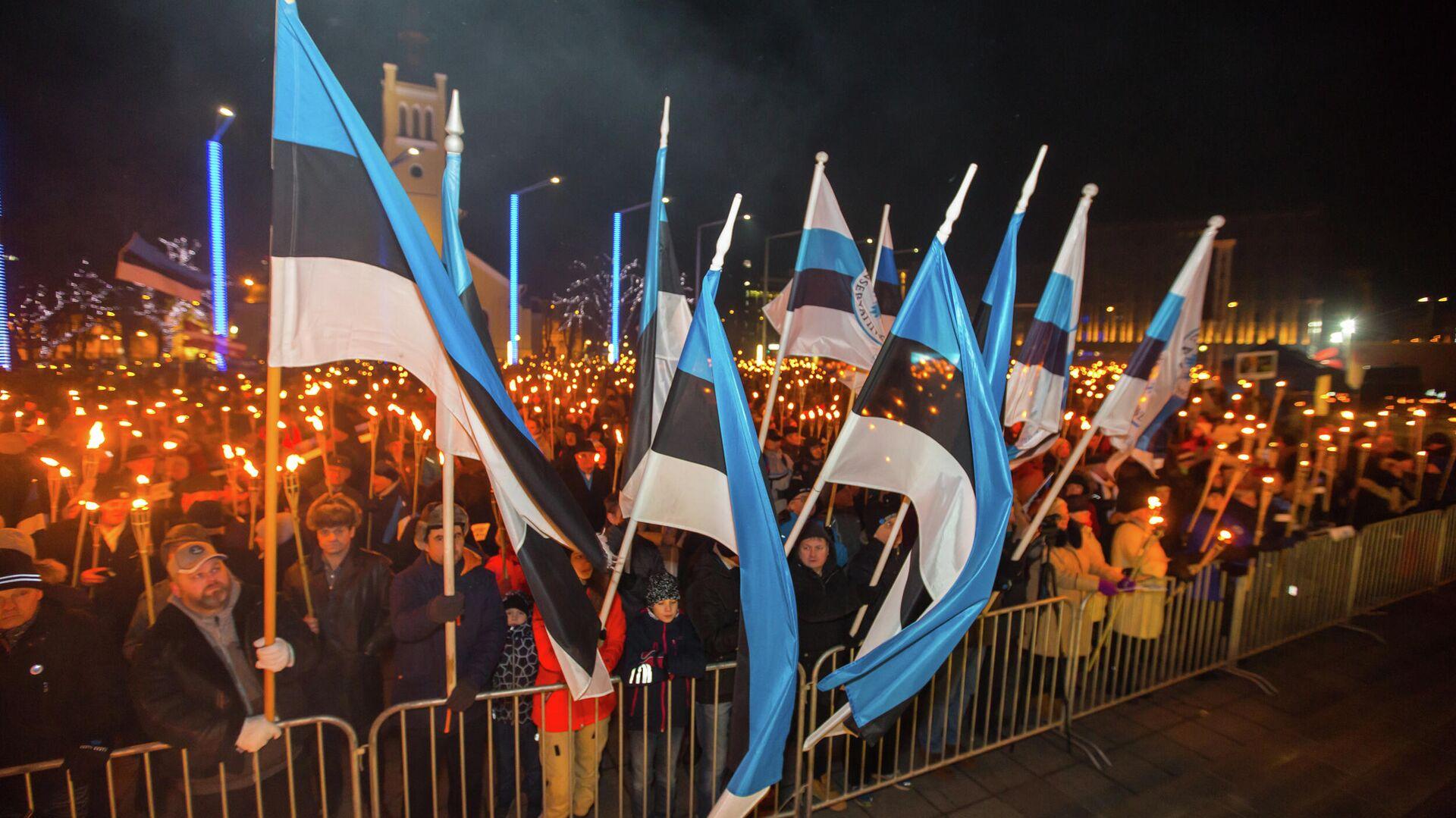 Люди на площади Свободы во время факельного шествия, организованного Консервативной народной партией (EKRE) в Таллине - РИА Новости, 1920, 13.11.2020