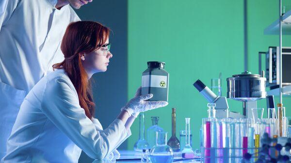 Ученые в лаборатории