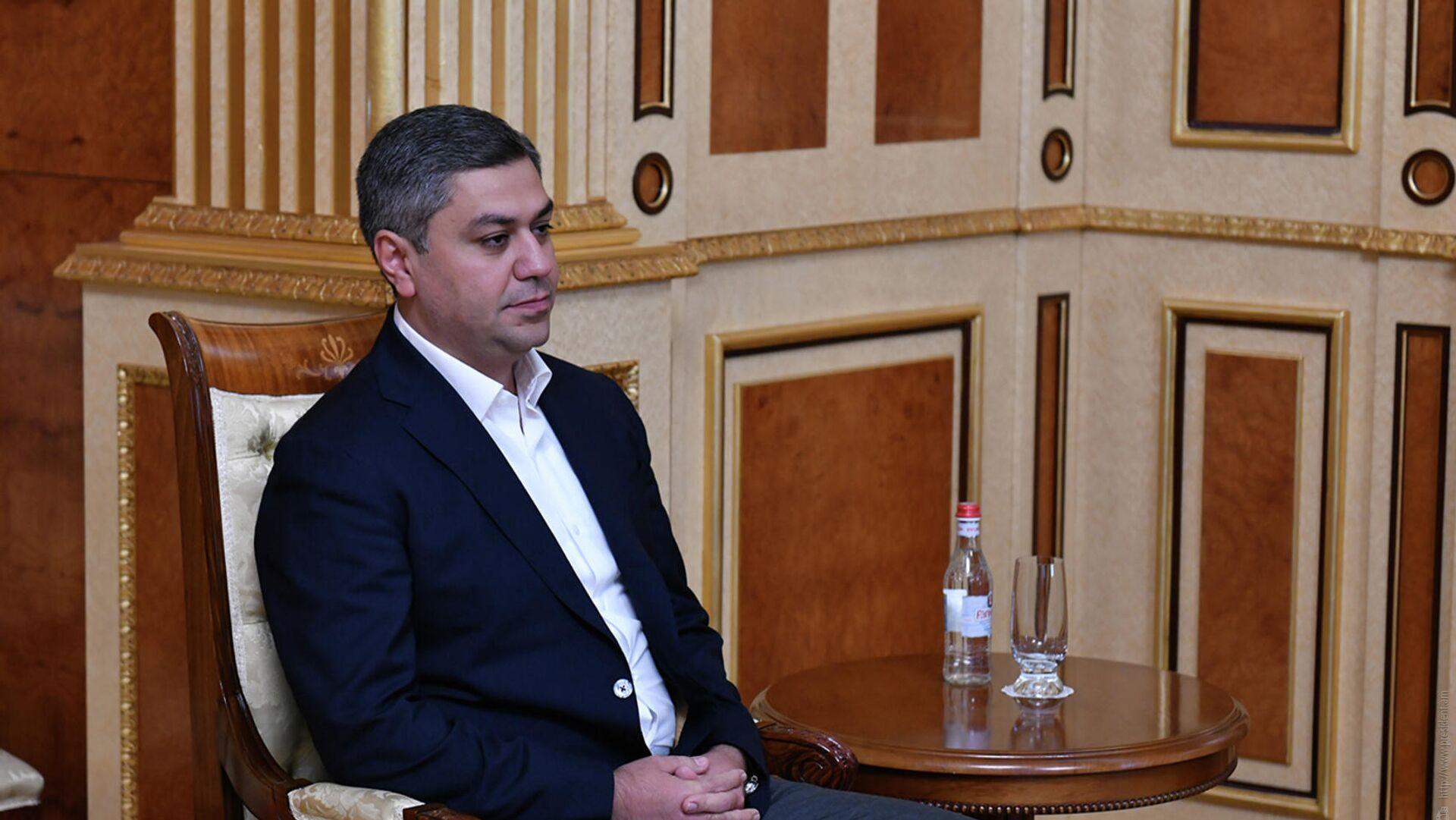 Председатель партии Родина Артур Ванецян во время встречи с президентом Армении - РИА Новости, 1920, 25.11.2020