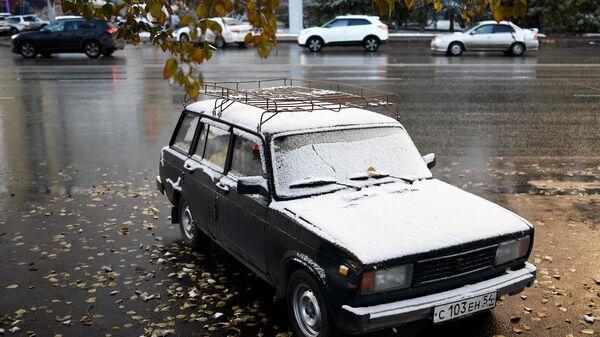 Автомобиль на одной из улиц Новосибирска