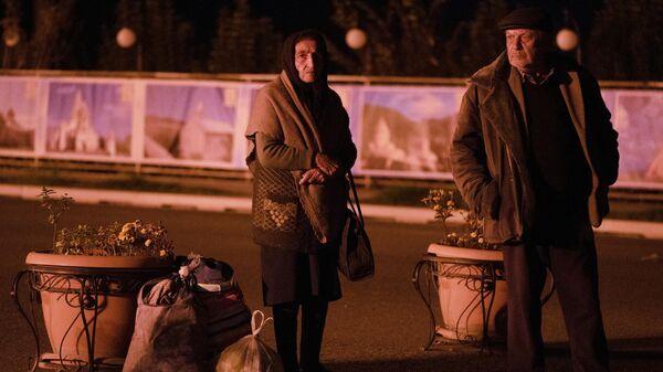 Беженцы из Нагорного Карабаха, вернувшиеся в Степанакерт из Еревана