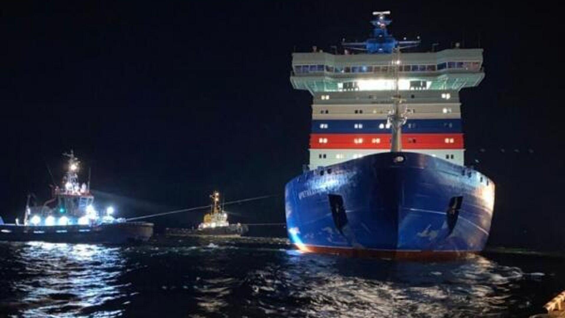 Головной универсальный атомный ледокол Арктика вышел из порта Мурманск в первый рабочий рейс - РИА Новости, 1920, 16.11.2020