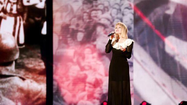 Певица Валерия во время записи онлайн-концерта Песни Великой Победы