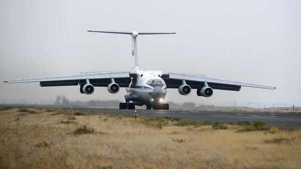 Военно-транспортный самолет ВКС России Ил-76 МД на аэродроме Эребуни в Армении